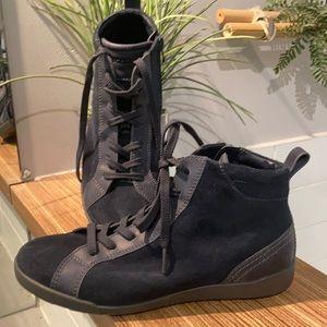 ECCO Hi-top suede booties navy blue Size 7